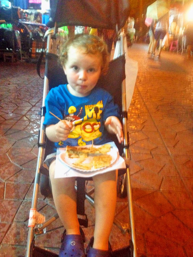 Bangkok-with-kids,-Reuben-Eating-Roti