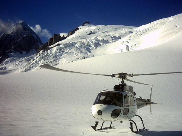 4.-Our-ride-for-the-helicopter-trip-over-the-glacier-and-Mt-Cook
