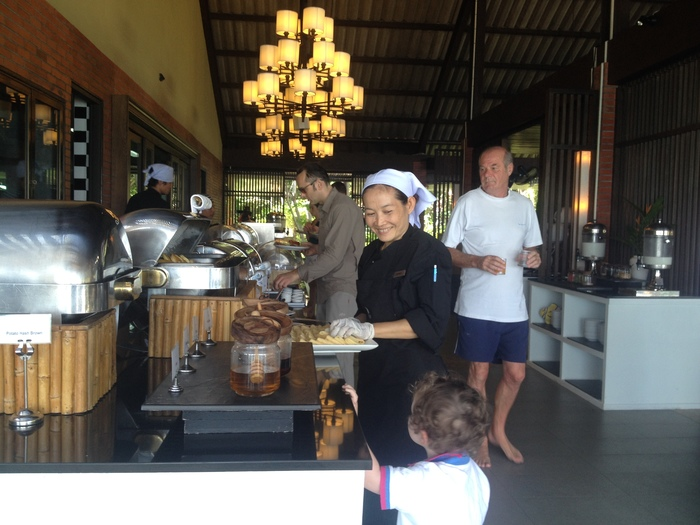 great_breakfast_and_staff_peace_resort_koh_samui