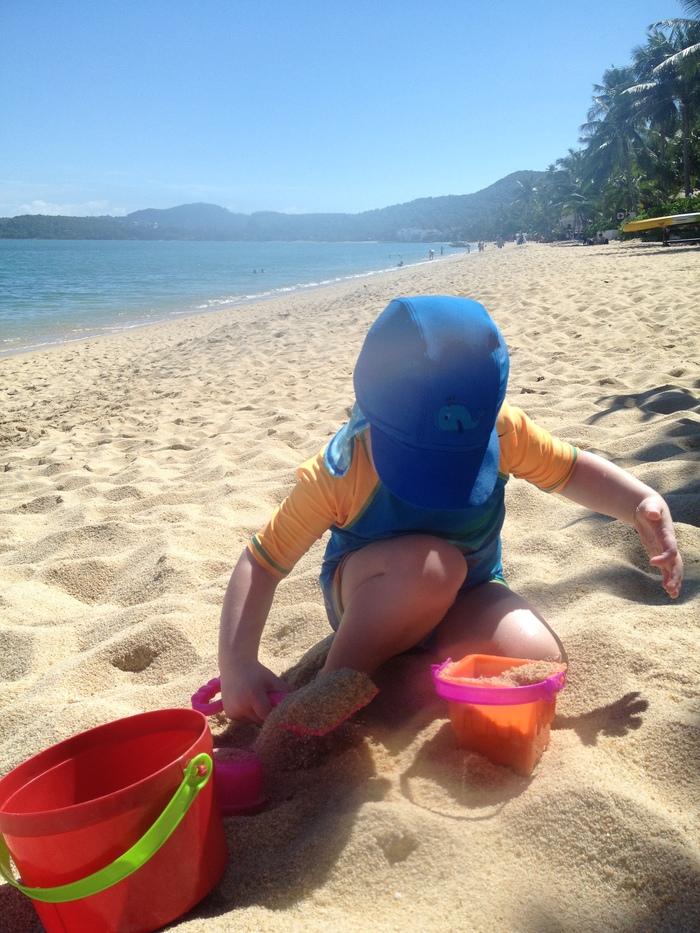 reuben_playing_at_beach_peace_resort_koh_samui