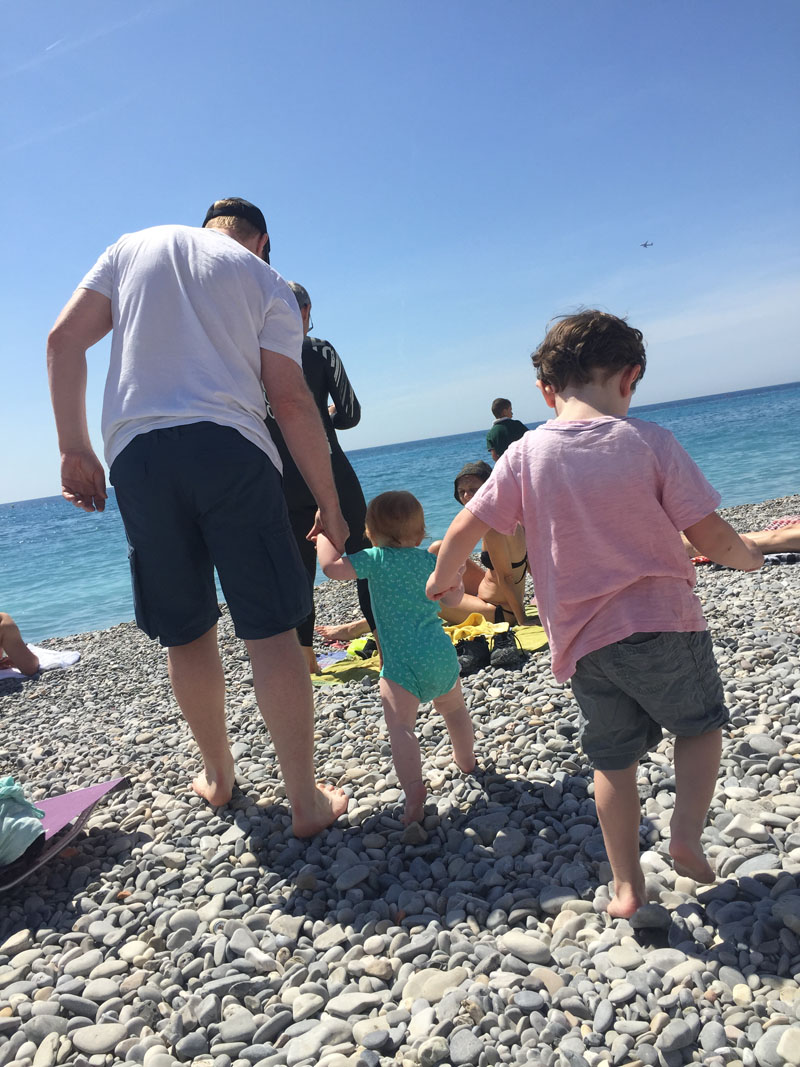 Flashpacker-Family-on-Beac-in-Nice