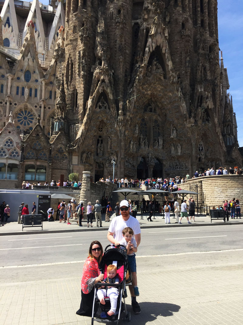 Flashpacker Family in front of Sagrada Familia, Spain