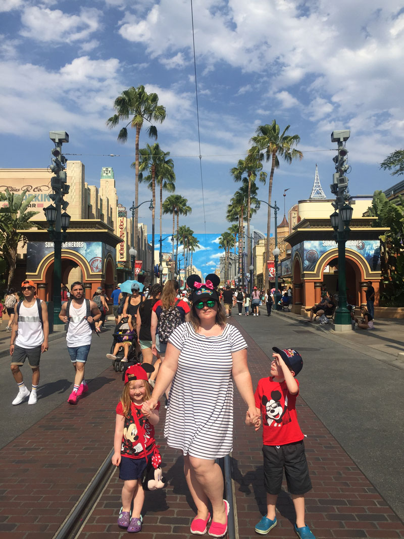 Best Shoes to Wear to Disneyland and Theme Parks