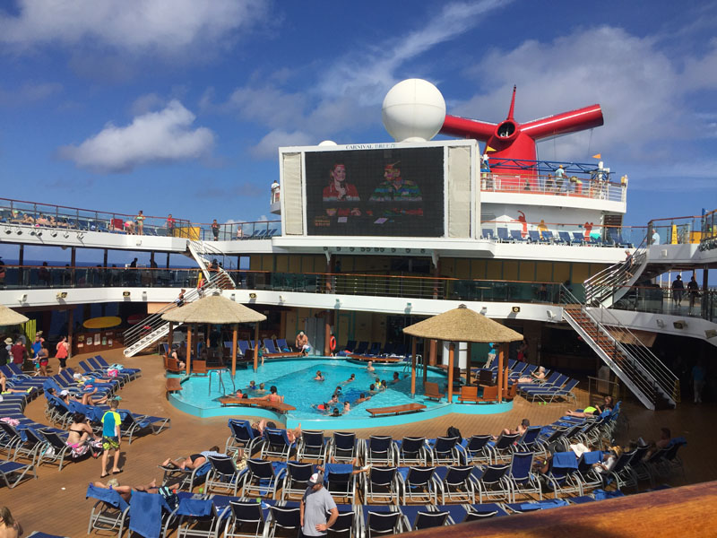 pool-deck-on-the-carnival-breeze