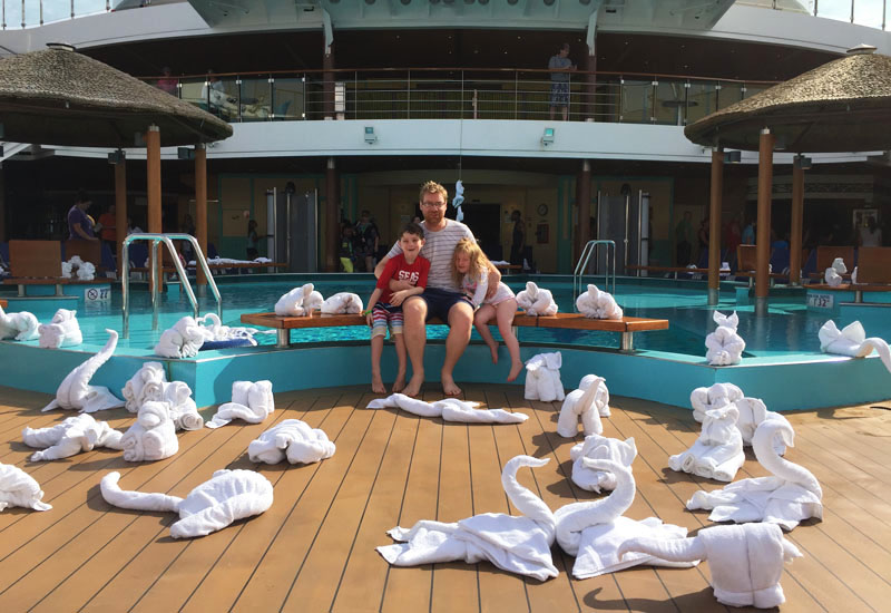 towel-animal-day-on-carnival-breeze